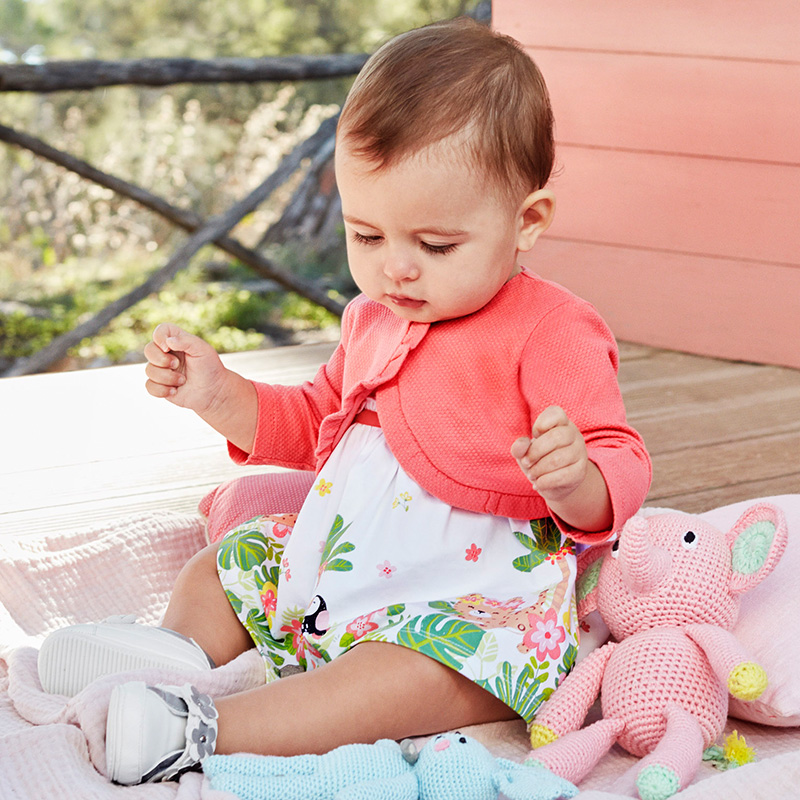67e176276 Vestido con cenefa estampada bebé recién nacida Flamingo - Mayoral