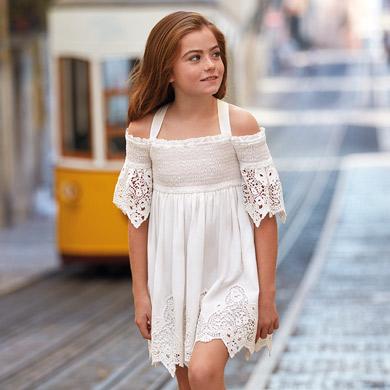 7e01b29ff Vestido hombros descubiertos bordado niña