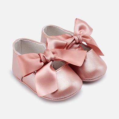 8e4df54d5b813 Formal Mary Jane shoes for newborn girl
