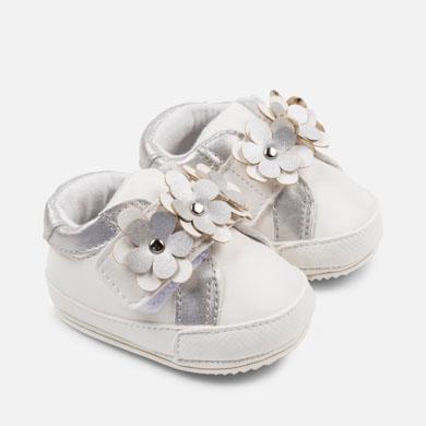 5467514b6ab Zapatillas deportivas flores bebé recién nacida